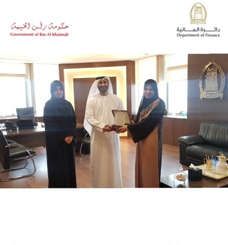 دائرة المالية ترعى حفل تخريج مدرسة الشيخة حصة بنت صقر القاسمي